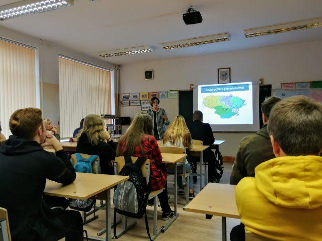 """Prof. dr. Danguolė Mikulėnienė skaitė viešą paskaitą apie vietinių kalbos variantų tyrimus (""""Naujas požiūris į vietinius kalbos variantus: XXI a. pradžios tarmėtyra"""")"""